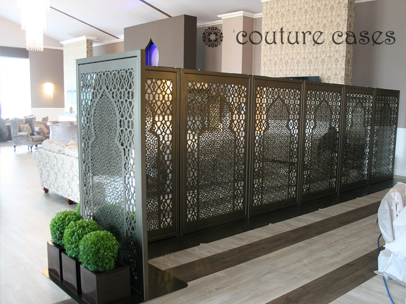 arabic-minaret--freestanding-laser-cut-metal-mirror-screen-corner-dining-area