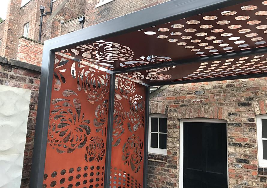bespoke custom made gardens screens and pergolas