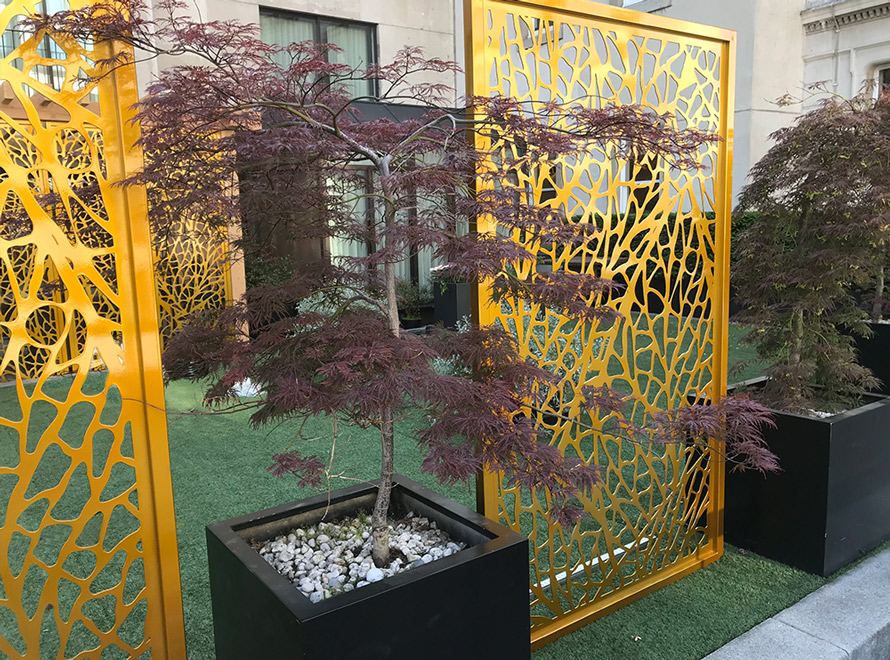 Four seasons hotel garden screens